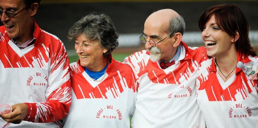 Le-magliette-regalate-dai-Vigili-del-Fuoco-ai-volontari-alla-Consigliera-Zajczyk-e-alla-Presidente-Angelica-Vasile