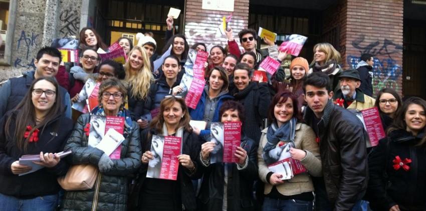 Davanti al Liceo Virgilio con la Delegata alle Pri Opportunità Zajczyk,la Preside ed alcuni alunni