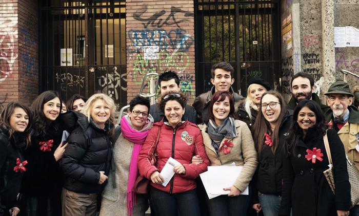 I volontari di Fermati Otello davanti al Liceo Virgilio